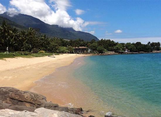 A praia da Feiticeira já foi uma das praias mais badaladas de Ilhabela. Hoje em dia, quem freqüenta a praia opta por um lugar mais sossegado com apenas algumas barracas que contribuem para que o lugar se torne ainda mais agradável.